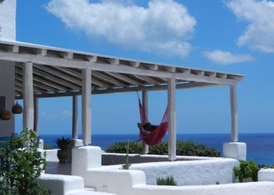Villa Elafina | Schattige Pergola oberhalb der Pool-Terrasse