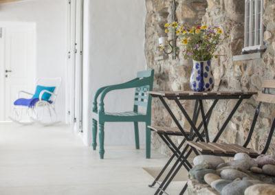 Villa Elafina | Patio mit direkt angrenzendem historischen Gästehaus