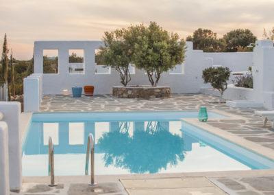 Villa Elafina | Pool mit Solar-Aussendusche