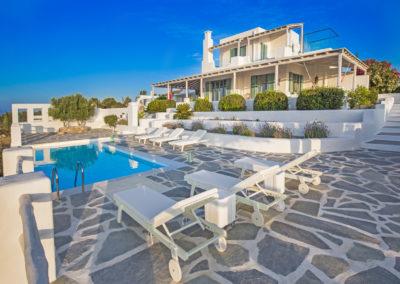 Villa Elafina | Grosse Poolterrasse mit direktem Meerblick