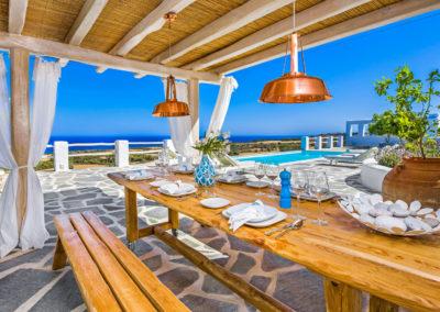 Villa Elafina | Essen im Schatten der luftigen Poolterrasse mit Blick übers Meer