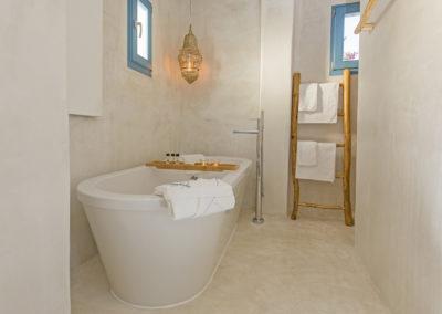 Villa Elafina | Freistehende Badewanne Bad im Erdgeschoss
