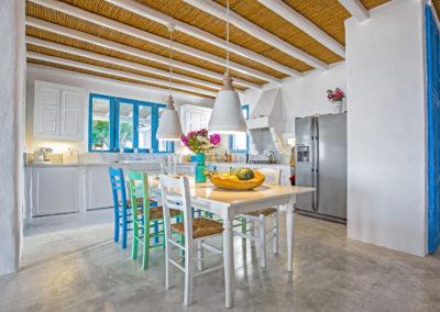 Villa Elafina | Küche mit side-by-side Kühl- und Gefrierschrank