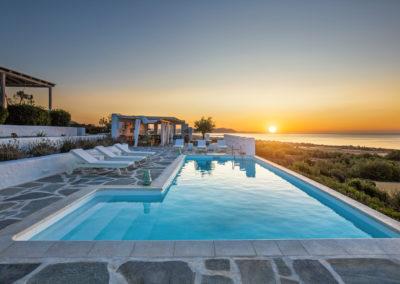 Villa Elafina | Poolterrasse mit Poolhaus und weitem Meerblick